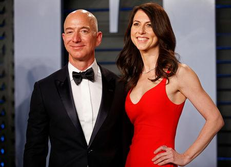 FILE PHOTO: 2018 Vanity Fair Oscar Party – Arrivals – Beverly Hills, California, U.S., 04/03/2018 –  Amazon CEO Jeff and wife MacKenzie Bezos. REUTERS/Danny Moloshok/File Photo