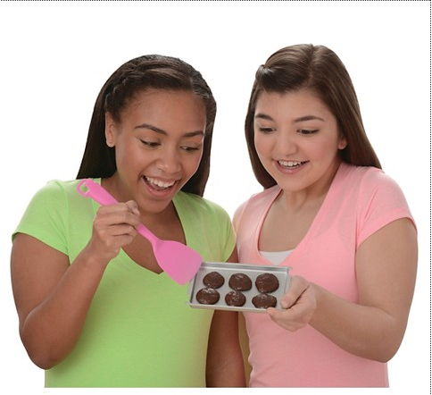 """<p>We'll just end with this plea: Since these kid-friendly cookie recipes don't seem to yield something even close to the real deal, can we just get some GOOD recipes? Pretty please? The oven, at $59.99, and cookie mixes, at $6.99, are set to release Sept. 30, but <a href=""""http://gscookieoven.wickedcooltoys.com/where-to-buy/"""" rel=""""nofollow noopener"""" target=""""_blank"""" data-ylk=""""slk:you can preorder them now"""" class=""""link rapid-noclick-resp"""">you can preorder them now</a>. (Though one major retailer, Target, claims to <a href=""""http://www.target.com/p/girl-scouts-cookie-oven/-/A-46784589"""" rel=""""nofollow noopener"""" target=""""_blank"""" data-ylk=""""slk:already have them available to ship"""" class=""""link rapid-noclick-resp"""">already have them available to ship</a>.) The oven comes with the Thin Mints mix. (Photo: <a href=""""http://gscookieoven.wickedcooltoys.com/"""" rel=""""nofollow noopener"""" target=""""_blank"""" data-ylk=""""slk:Wicked Cool Toys"""" class=""""link rapid-noclick-resp"""">Wicked Cool Toys</a>)<br></p>"""