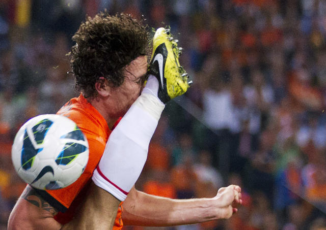 Daryl Janmaat of the Netherlands is kicked by Arda Turan of Turkey during their 2014 World Cup qualifying soccer match in Amsterdam September 7, 2012. REUTERS/Michael Kooren (NETHERLANDS - Tags: SPORT SOCCER TPX IMAGES OF THE DAY)