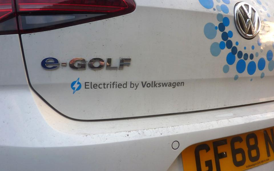 The couple had been charging their Volkswagen e-Golf - LIVEPIX