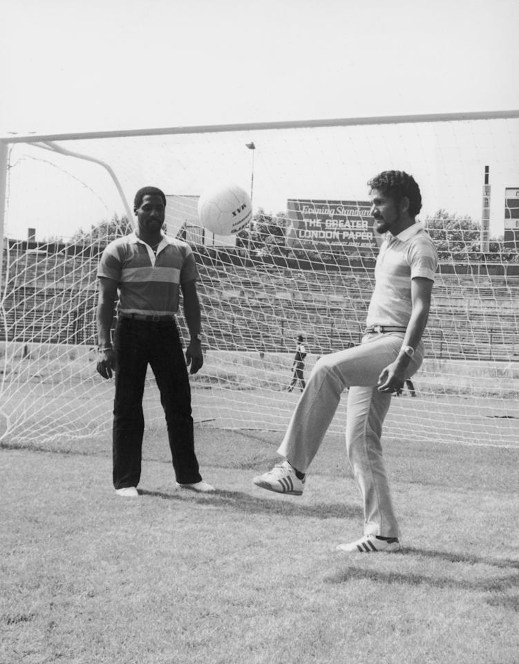 West Indies wicketkeeper Derek Murray practicing his ball control during a visit to Chelsea's football ground Stamford Bridge, team mate Viv Richards looks on, 23rd July 1980. (Photo by Simon Dack/Keystone/Getty Images)