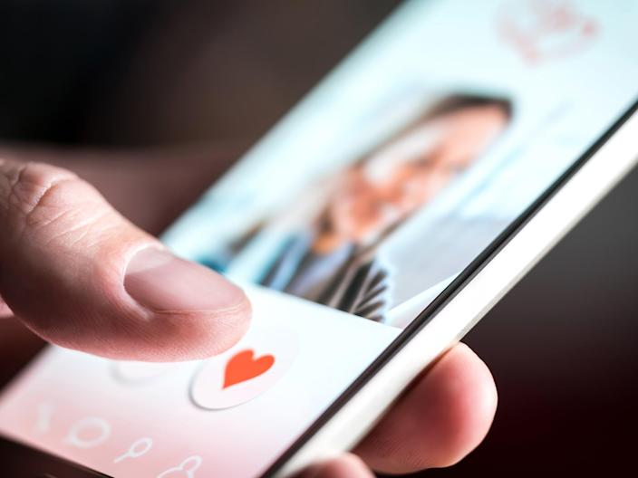 Unidentified online dating app on mobile (Getty/iStock)