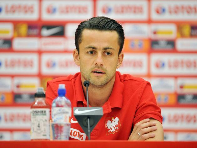 Swansea City goalkeeper Lukasz Fabianski is reportedly nearing a return to the Premier League following the Welsh side's relegation at the end of last season. According to the Evening Standard, the Polish stopper should be in the verge of joining West Ham, with Manuel Pellegrini aiming to revamp his side ahead of what should be a very competitive campaign in England's top flight. Deal close - West Ham in advanced talks to sign Swansea goalkeeper Lukasz Fabianski — Kaveh Solhekol (@SkyKaveh)...