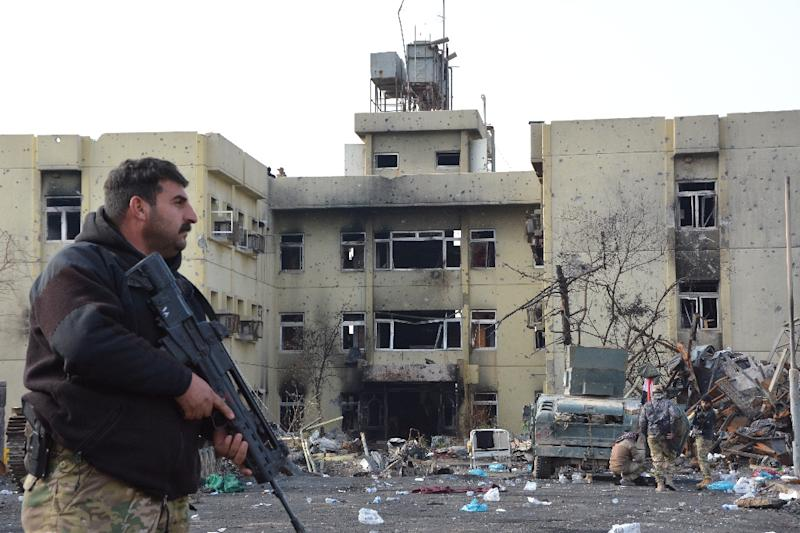 An Iraqi forces member patrols a street in Mosul during an ongoing military operation against the Islamic State group, on January 9, 2017