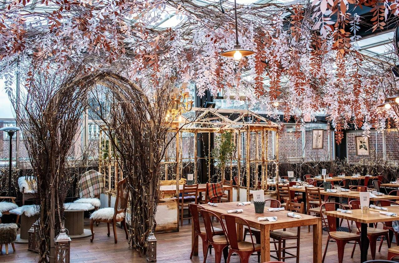 """<p>The Eataly rooftop attracts locals and tourists alike with its seasonal decorations. During the winter months, the decor is inspired by a winter greenhouse in the mountains of Italy and creates an atmosphere you'll want to spend hours in. Take a break from the harsh weather and warm up with winter-themed cocktails and traditional Italian dishes.</p><a class=""""body-btn-link"""" href=""""https://go.redirectingat.com?id=74968X1596630&url=https%3A%2F%2Fwww.tripadvisor.com%2FRestaurant_Review-g60763-d17815632-Reviews-Serra_By_Birreria-New_York_City_New_York.html&sref=http%3A%2F%2Fwww.delish.com%2Frestaurants%2Fg29814168%2Fbest-christmas-bars-in-nyc%2F"""" target=""""_blank"""">PLAN A TRIP</a> <em>200 5th Ave, New York, NY 10010</em>"""
