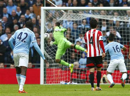 Manchester City's Yaya Toure (L) scores a goal against Sunderland during their English League Cup final soccer match at Wembley Stadium in London March 2, 2014. REUTERS/Eddie Keogh