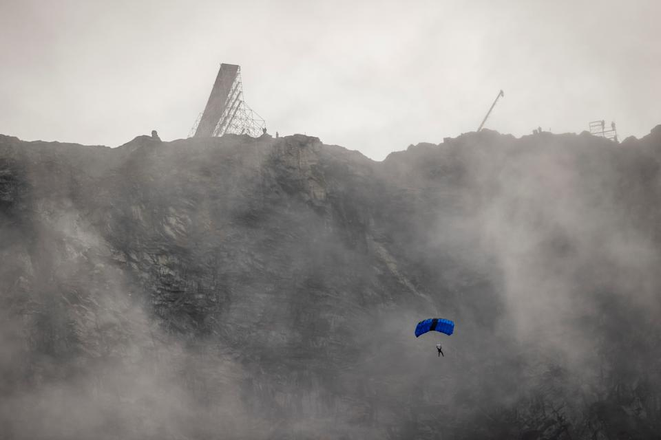 "Actor Tom Cruise parachutes from Helsetkopen mountain during the ""Mission: Impossible"" filming in Stranda municipality, Norway September 6, 2020. NTB Scanpix/Geir Olsen via REUTERS THIS IMAGE HAS BEEN SUPPLIED BY A THIRD PARTY. NORWAY OUT. NO COMMERCIAL OR EDITORIAL SALES IN NORWAY"