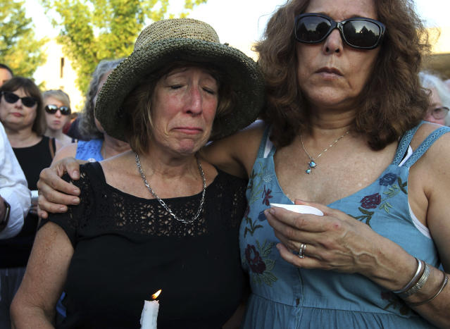 <p>People gather for a candlelight vigil across the street from where five journalists were slain in their newsroom in Annapolis, Md., Friday, June 29, 2018. (Photo: Jose Luis Magana/AP) </p>