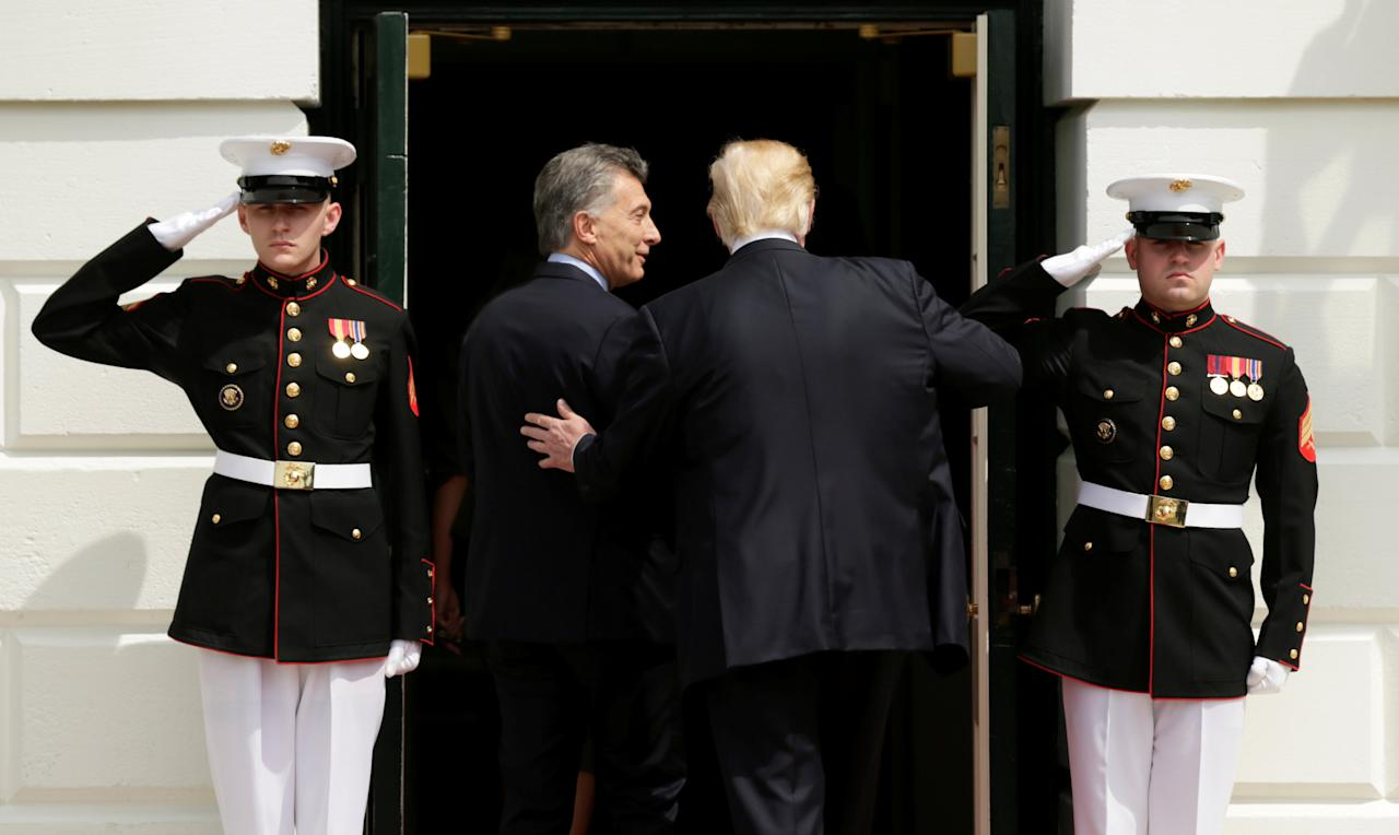 U.S. President Donald Trump welcomes Argentine President Mauricio Macri to the White House in Washington, U.S., April 27, 2017. REUTERS/Kevin Lamarque     TPX IMAGES OF THE DAY