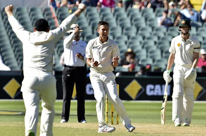 New Zealand's paceman Trent Boult (C) celebrates his wicket of Australia's batsman Steve Smith during the third day of the day-night cricket Test match at the Adelaide Oval on November 29, 2015 (AFP Photo/Saeed Khan)