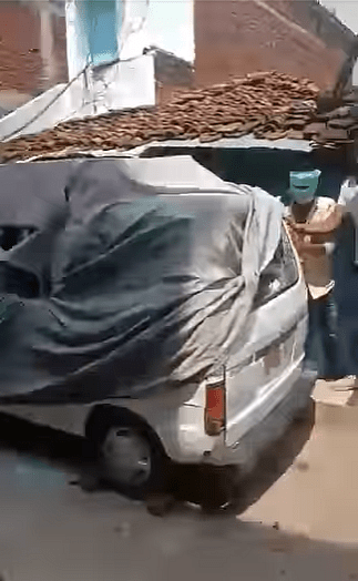 """<div class=""""paragraphs""""><p>The white van, before it was toppled over.</p></div>"""