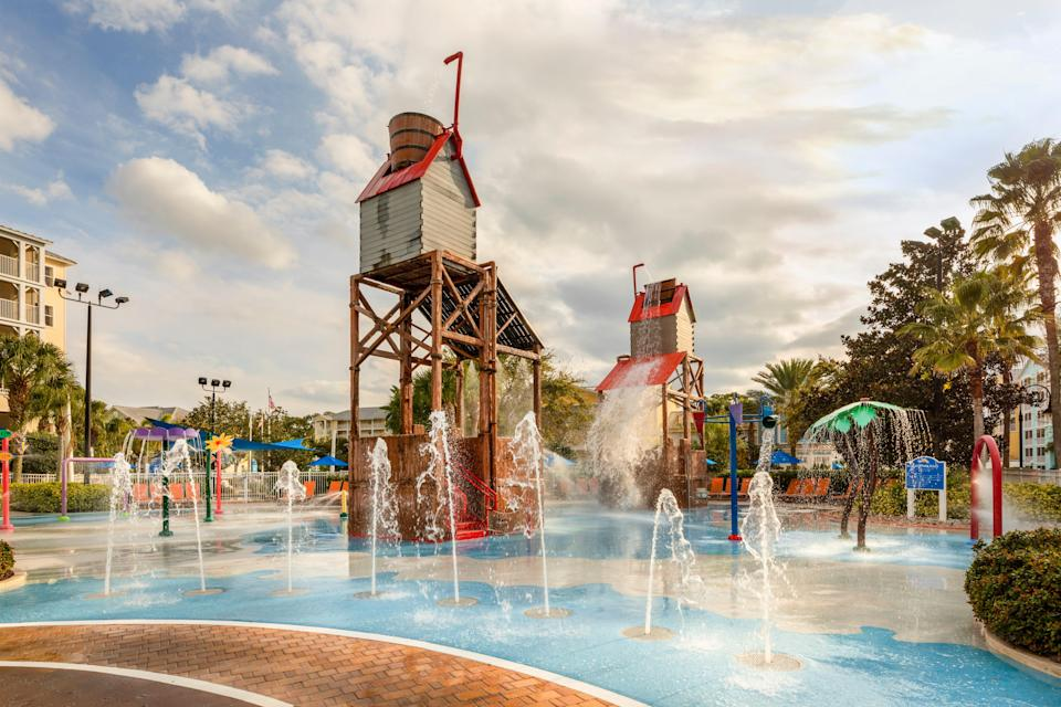 With onsite mini golf, sports courts, dining and waterpark, there's enough to do at Marriott's Harbour Lake that you really never have to leave.