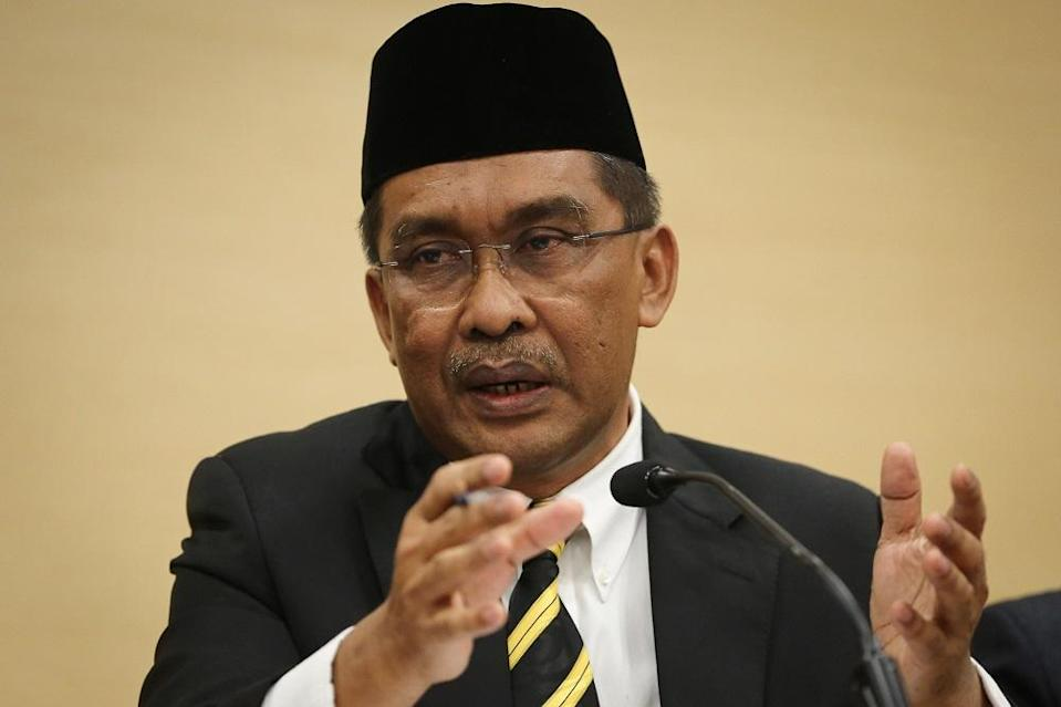 PAS will continue to uphold shariah law and maintain its effort to 'harmonise' Islam with civil jurisprudence, de facto law minister Datuk Seri Takiyuddin Hassan said. — Picture by Yusof Mat Isa