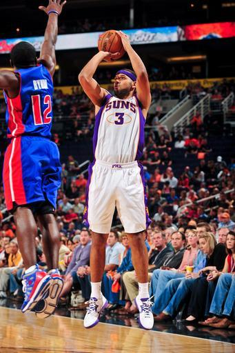 PHOENIX, AZ - NOVEMBER 2: Jared Dudley #3 of the Phoenix Suns shoots against Will Bynum #12 of the Detroit Pistons on November 2, 2012 at U.S. Airways Center in Phoenix, Arizona. (Photo by Barry Gossage/NBAE via Getty Images)