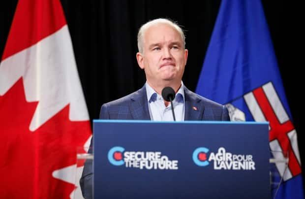 Conservative Leader Erin O'Toole ptiches his party's plan to reform fiscal stabilization during a stop in Calgary on Thursday.  (Jeff McIntosh/The Canadian Press - image credit)
