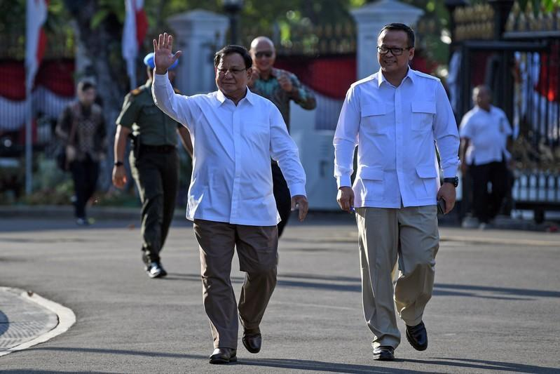Former general and head of the Gerindra Party Prabowo Subianto walks with his deputy Edhy Prabowo as they arrive at the Presidential Palace in Jakarta