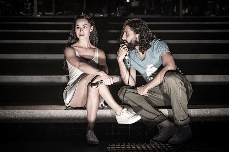 Samantha Pauly as Eva Perón and Trent Saunders as Che in Evita