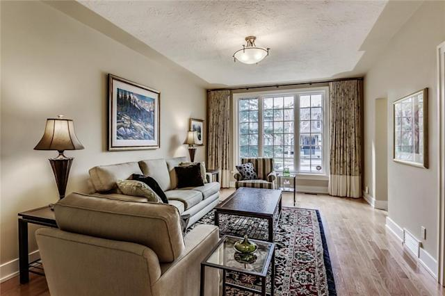 """<p><a href=""""https://www.zoocasa.com/rideau-park-calgary-ab-real-estate/5274301-811-rideau-rd-sw-rideau-park-calgary-ab-t2s0s1-c4183006"""" rel=""""nofollow noopener"""" target=""""_blank"""" data-ylk=""""slk:811 Rideau Rd. SW, Calgary, Alta."""" class=""""link rapid-noclick-resp"""">811 Rideau Rd. SW, Calgary, Alta.</a><br> This 1,849-square-foot executive-style home has lots of unique touches.<br> (Photo: Zoocasa) </p>"""
