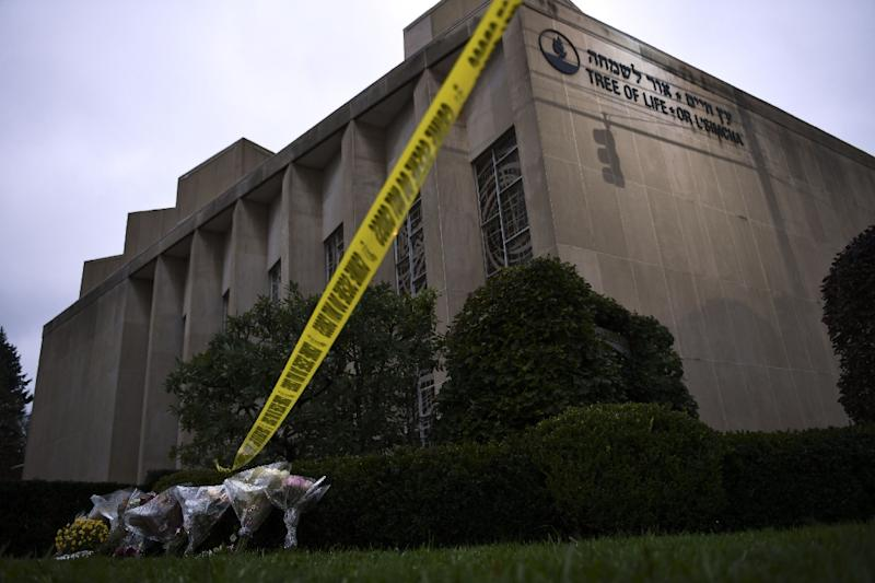 Police tape and memorial flowers outside the Tree of Life Synagogue after a shooting there by an alleged right-wing, anti-Semitic extremist left 11 people dead (AFP Photo/Brendan Smialowski)
