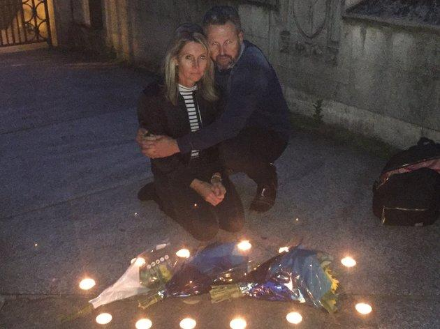 Julie Wallace and her husband Mark, Sara's stepfather, laying flowers at London Bridge.