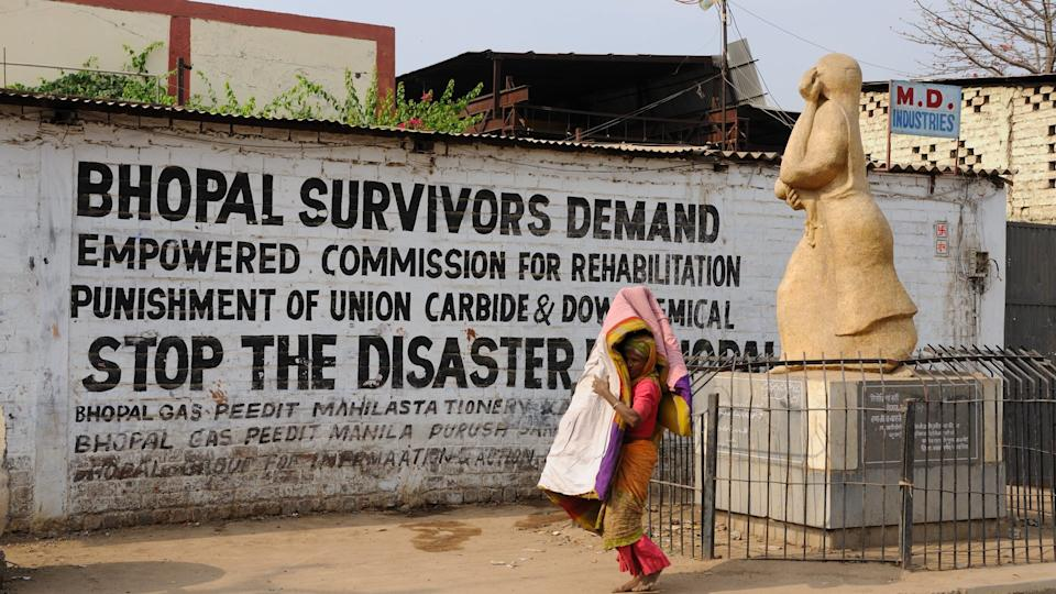 INDIA, MADHYA PRADESH - MARCH 12 : Woman along the wall of the Union Carbide plant in Bhopal.