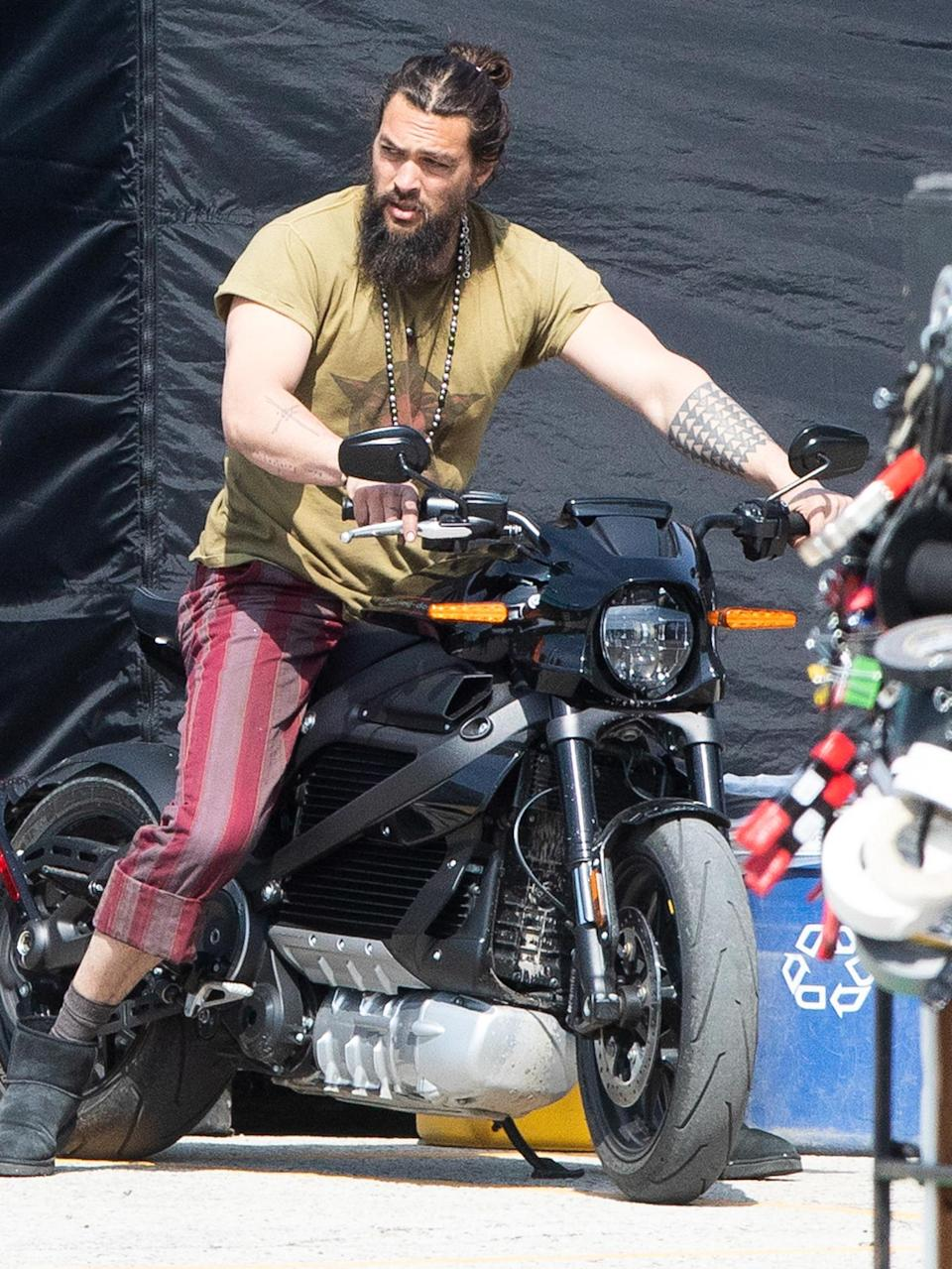 <p>Jason Momoa hops on his motorcycle to shoot scenes for <em>Slumberland</em> in Toronto on Friday.</p>