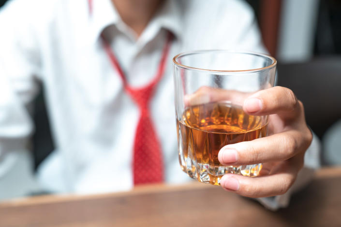 A dependency on alcohol may make men more aggressive. [Photo: Getty]