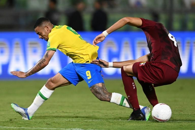 Manchester City forward Gabriel Jesus (left) had a quiet game for Brazil against Venezuela and was substituted in the seoncd half (AFP/YURI CORTEZ)