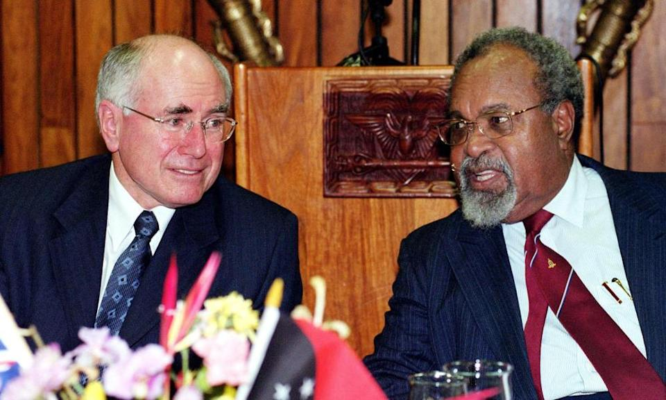 Sir Michael Somare speaking with Australian Prime Minister John Howard in 2002. Somare is credited with leading Papua New Guinea to its independence from Australia.