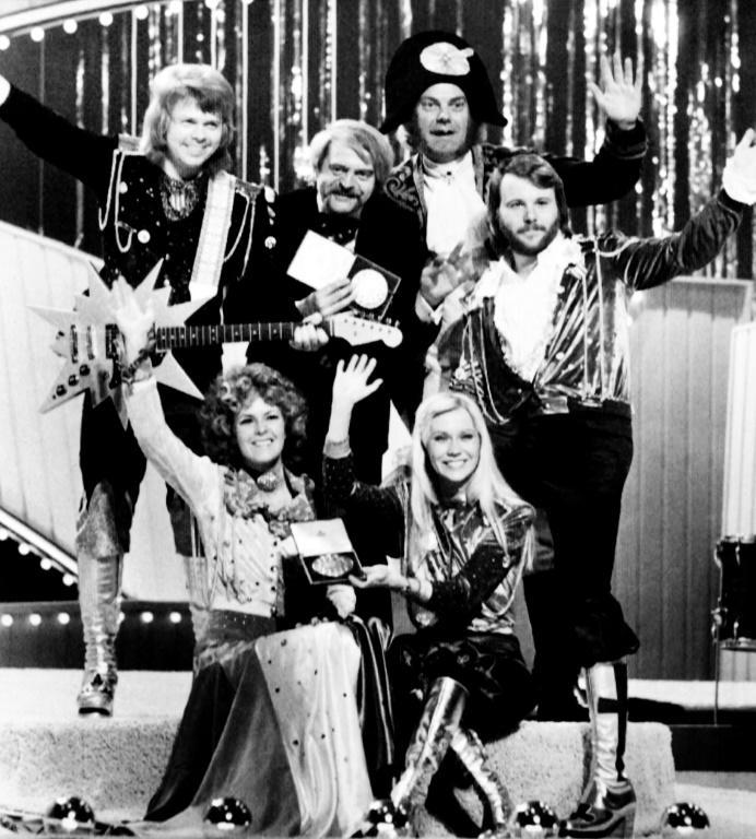 """ABBA after winning Eurovision for """"Waterloo"""" (from L to R, up) Björn Ulvaeus, music producer, writer and manager Stig Anderson, Swedish record producer, composer Sven-Olof Walldoff and Benny Andersson, Anni-Frid Lyngstad (Frida) and Agnetha Fältskog"""