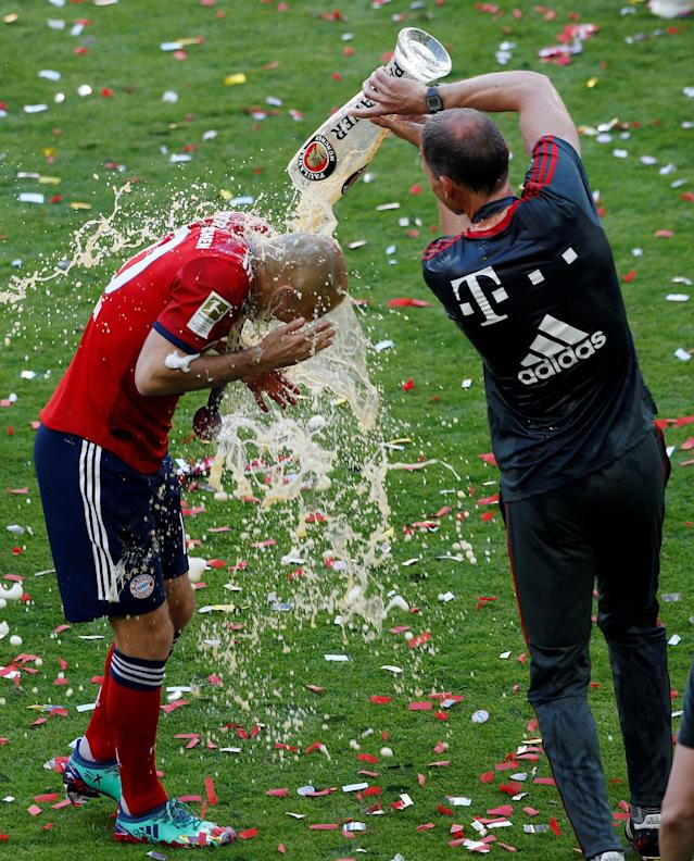 Soccer Football - Bundesliga - Bayern Munich v VfB Stuttgart - Allianz Arena, Munich, Germany - May 12, 2018 Bayern Munich's Arjen Robben celebrates winning the Bundesliga by having beer poured over him REUTERS/Michaela Rehle DFL RULES TO LIMIT THE ONLINE USAGE DURING MATCH TIME TO 15 PICTURES PER GAME. IMAGE SEQUENCES TO SIMULATE VIDEO IS NOT ALLOWED AT ANY TIME. FOR FURTHER QUERIES PLEASE CONTACT DFL DIRECTLY AT + 49 69 650050