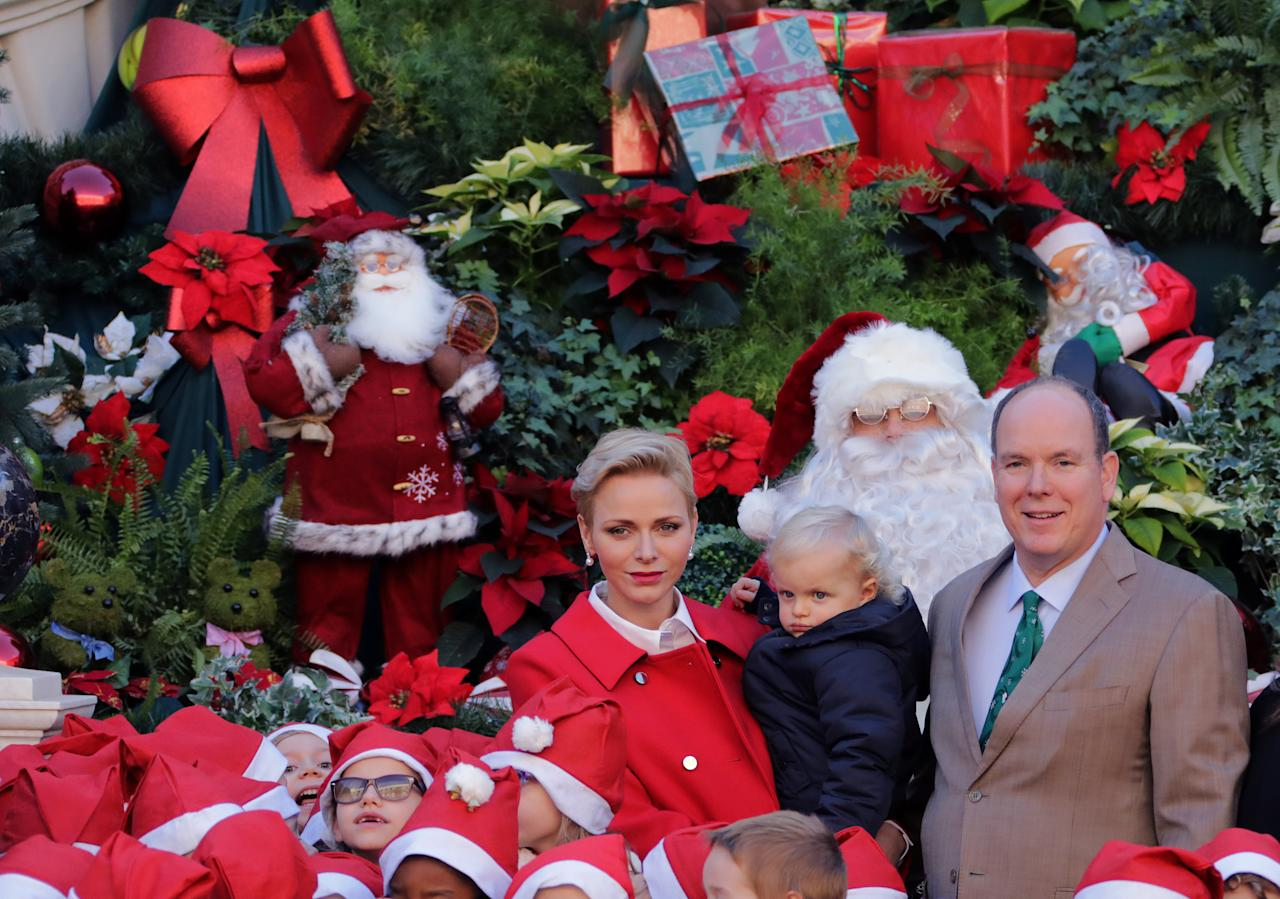 Prince Albert II of Monaco (R), his wife Princess Charlene and their son Prince Jacques attend the traditional Christmas tree ceremony at the Monaco Palace as part of Christmas holiday season in Monaco December 14, 2016.   REUTERS/Eric Gaillard        TPX IMAGES OF THE DAY
