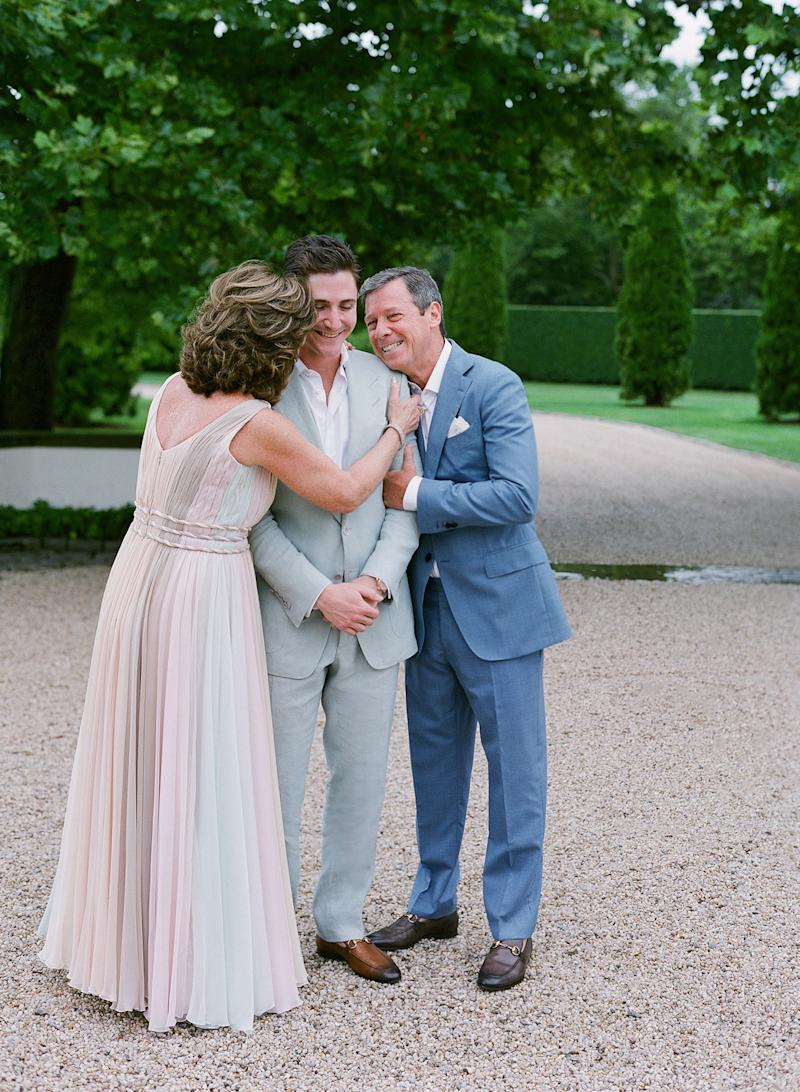 Such a loving moment between Lee and his parents.