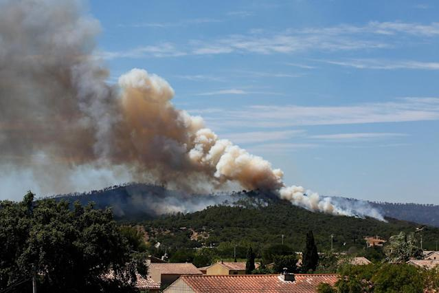 <p>Smoke fills the sky above a burning hillside in Bormes-les-Mimosas, in the Var department, France, July 26, 2017. (Jean-Paul Pelissier/Reuters) </p>