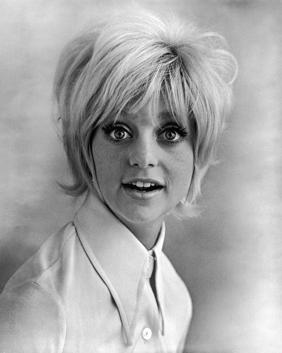 Promorional studio headshot portrait of American actor Goldie Hawn wearing a wide collared shirt for the film, 'Cactus Flower,' directed by Gene Saks, 1969. (Photo by Columbia Pictures/Authenticated News/Courtesy of Getty Images)
