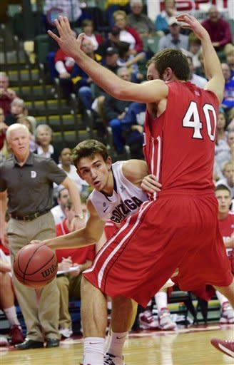 Gonzaga guard David Stockton passes around Davidson forward Clint Mann (40) during the first half of an NCAA college basketball game at the Old Spice Classic in Kissimmee, Fla., Sunday, Nov. 25, 2012. (AP Photo/Roberto Gonzalez)