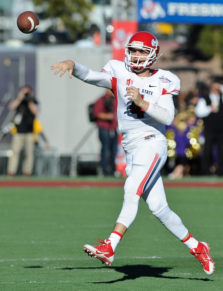 Fresno State quarterback Derek Carr throws a pass against Southern California during the second quarter of the Royal Purple Bowl NCAA college football game, Saturday, Dec. 21, 2013, in Las Vegas. (AP Photo/David Cleveland)