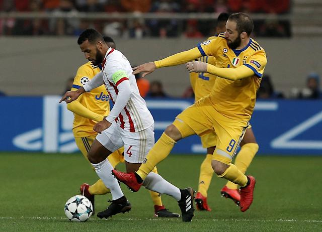 Soccer Football - Champions League - Olympiacos vs Juventus - Karaiskakis Stadium, Piraeus, Greece - December 5, 2017 Olympiacos' Alaixys Romao in action with Juventus' Gonzalo Higuain REUTERS/Alkis Konstantinidis