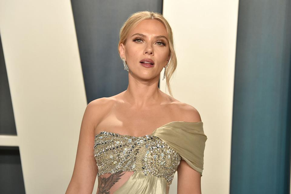 BEVERLY HILLS, CALIFORNIA - FEBRUARY 09: Scarlett Johansson attends the 2020 Vanity Fair Oscar Party at Wallis Annenberg Center for the Performing Arts on February 09, 2020 in Beverly Hills, California. (Photo by David Crotty/Patrick McMullan via Getty Images)