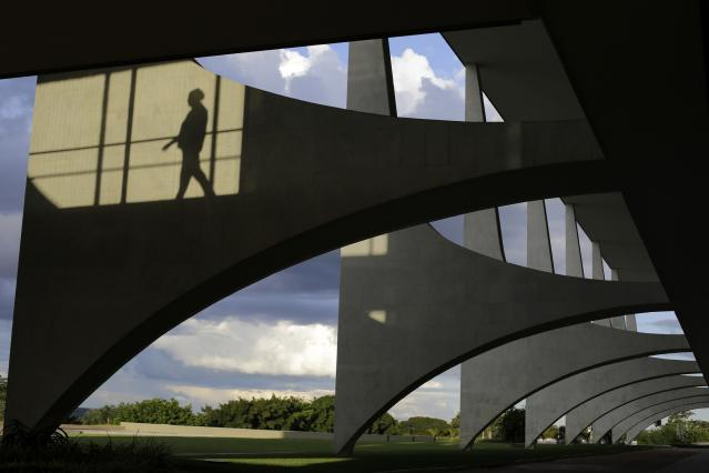 A woman's silhouette is seen at the Planalto Palace in Brasilia April 2, 2014. Brasilia is one of the host cities for the 2014 soccer World Cup in Brazil. REUTERS / Ueslei Marcelino (BRAZIL - Tags: SPORT SOCCER WORLD CUP SOCIETY)