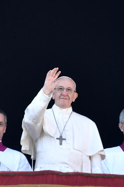 """Pope Francis gives his fifth """"Urbi et Orbi"""" (To the City and The World) Christas message (AFP Photo/Andreas SOLARO)"""