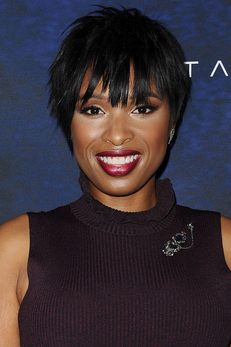 <p>Jennifer Hudson's uneven layers in her pixie cut gives off that rocker cool vibe we all want to—and can—pull off. </p>