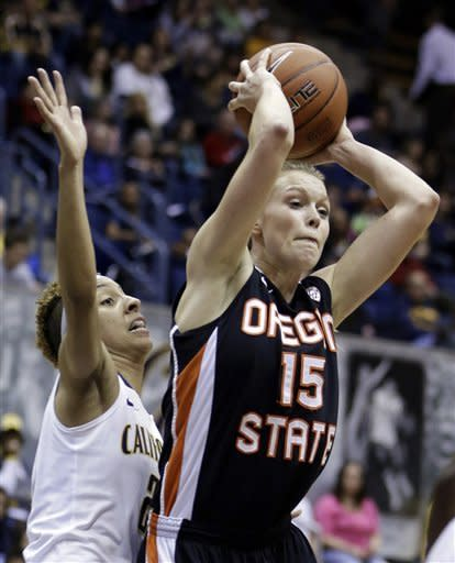 Oregon States' Jamie Weisner (15) looks to pass away from California's Layshia Clarendon, left, in the first half of an NCAA college basketball game Sunday, Feb. 24, 2013, in Berkeley, Calif. (AP Photo/Ben Margot)