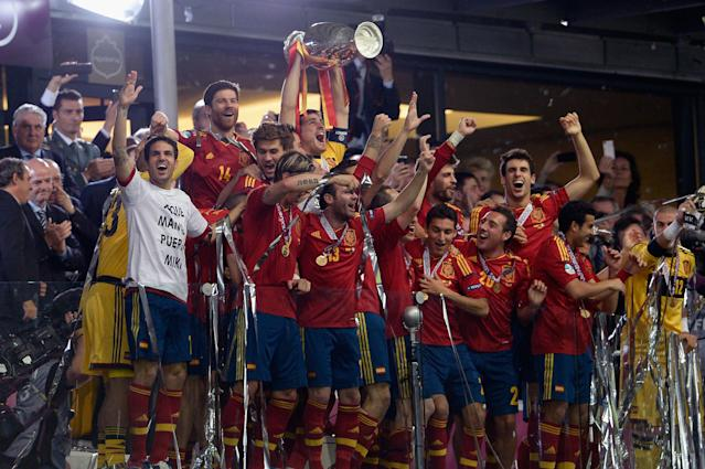 KIEV, UKRAINE - JULY 01: Captain Iker Casillas of Spain lifts the trophy after victory during the during the UEFA EURO 2012 final match between Spain and Italy at the Olympic Stadium on July 1, 2012 in Kiev, Ukraine. (Photo by Claudio Villa/Getty Images)