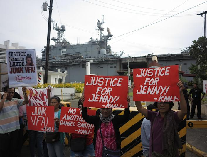 Relatives and supporters of murdered Filipino transgender woman Jennifer Laude stage a protest in Olongapo City, north of Manila, on October 18, 2014, next to USS Peleliu where Joseph Pemberton was detained onboard (AFP Photo/Robert Gonzaga)