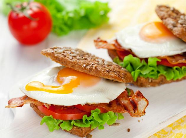 <b>Egg sandwich:</b> Boil an egg and slice eat it on a wheat toast with a slice of tomato, some low fat cheese and lettuce and you've got yourself a delicious breakfast that'll keep you going for hours.