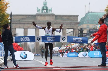 Athletics - Berlin Marathon - Berlin, Germany - September 24, 2017   Kenya's Eliud Kipchoge wins the race   REUTERS/Michael Dalder