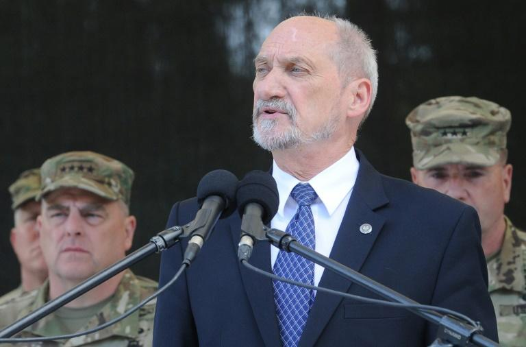 Polish Defence Minister Antoni Macierewicz says he wants to stamp out all traces of the communist era by blocking promotions of servicemen who joined before the fall of the Iron Curtain in 1989