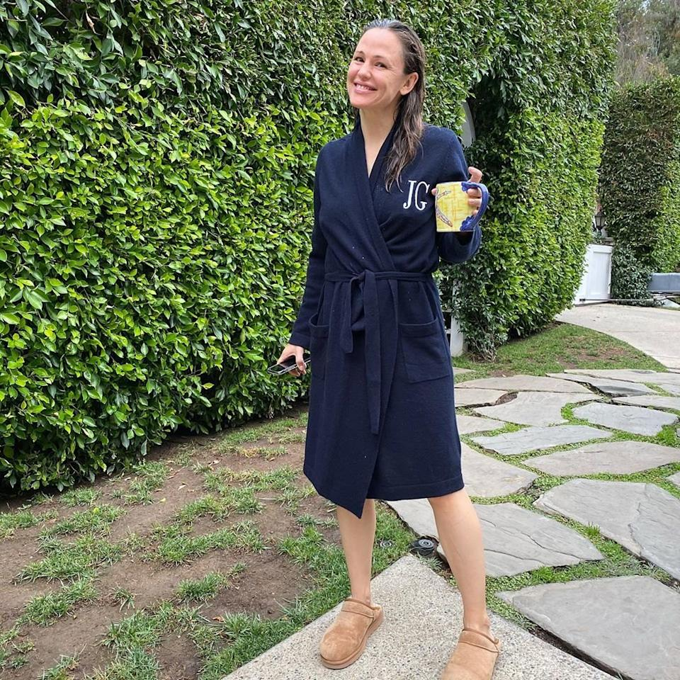 """Her school drop-off routine doesn't always go exactly to plan. In fact, in this case, Jen's wet hair, slippers, a cup of coffee and a robe served as her drop-off uniform.  She wrote of this epic mom moment: """"She barely made the bus on time, but at least her mother kept it classy. 🙌🏻🌟👵🏻."""""""