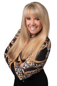 Cappi Pidwell is a Master Results Coach, a national speaker, a leading expert in human behavior, and a Master of NLP (Neuro-Linguistic Programming) Advanced Hypnotherapy.